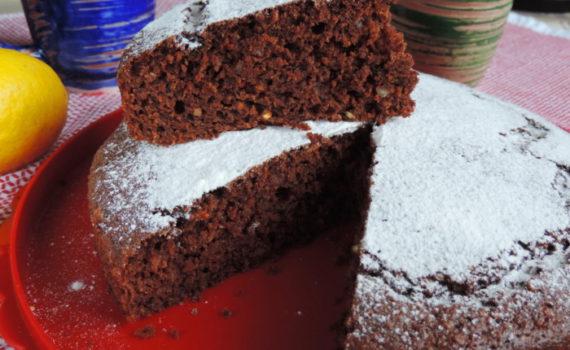 Простой и вкусный морковный пирог с орехами и какао