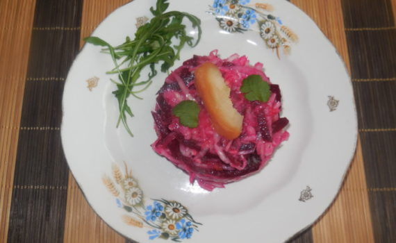 салат из квашеной капусты и свеклы с имбирем и мочеными яблоками