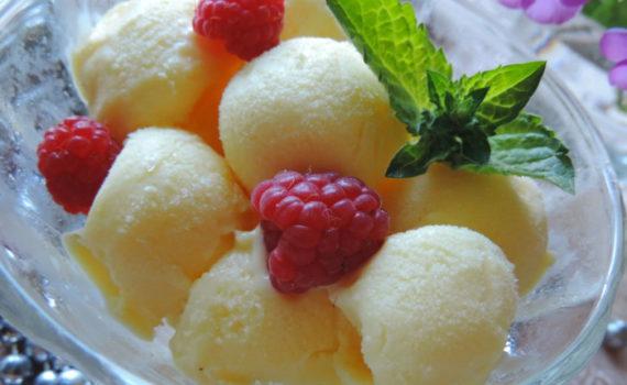 Домашний сливочный пломбир - мороженое из сгущенного молока, сливок и желтков