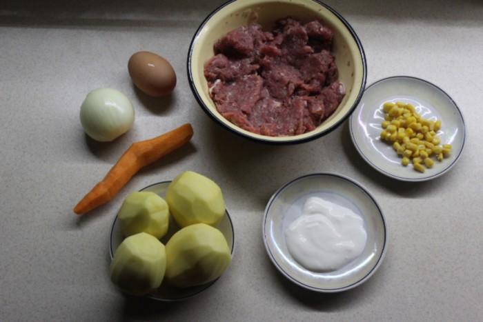 Тефтели в духовке запеченные с картошкой и овощами