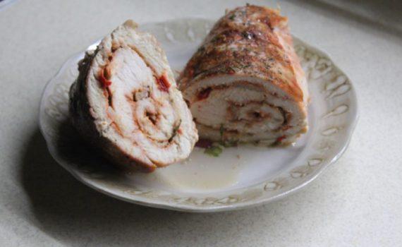 Рулет из куриной грудки в духовке запеченный в фольге