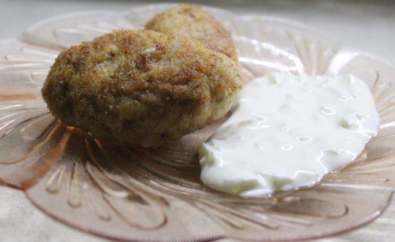 Универсальный сметанный соус с луком маринованным и майонезом