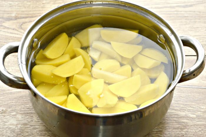 Запеченный картофель в духовке кусочками, с чесноком и соевым соусом