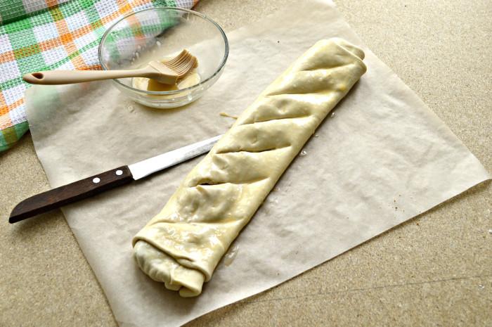 Пирог с квашеной капустой из готового слоеного теста