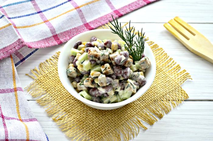 Вкусный салат с фасолью и сухариками - простой и вкусный