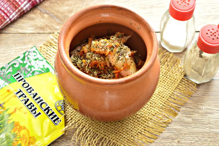 Пельмени в горшочках запеченные в духовке с овощами