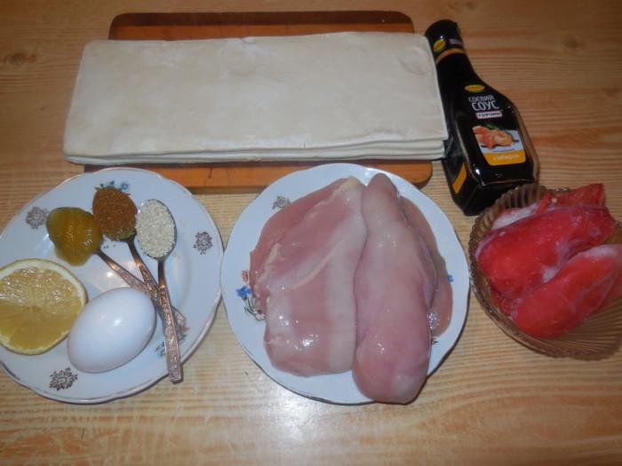 Куриное филе в слоеном тесте в духовке на шпажках