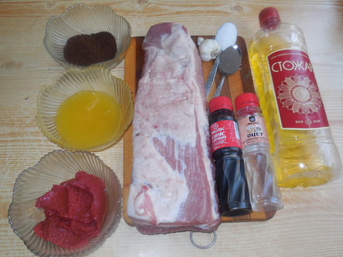 Запеченные свиные ребрышки с медом и соевым соусом