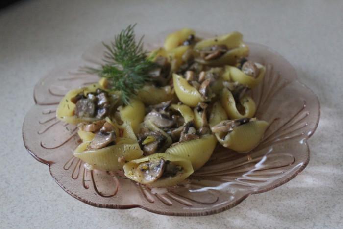 Фаршированные ракушки с грибами