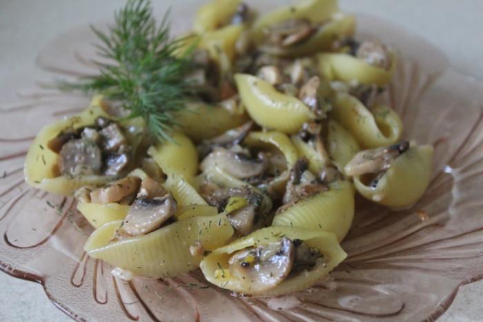 Фаршированные ракушки с грибами в духовке