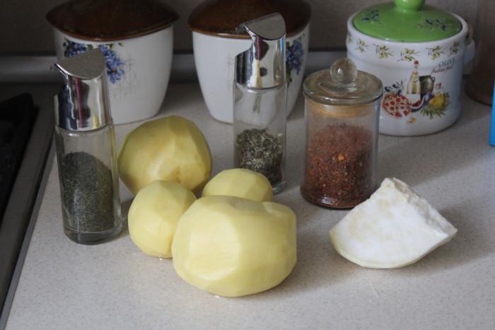 Картофель с сельдереем в духовке