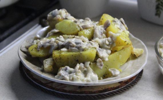Запеченные овощи в духовке - картофель запеченный с сельдереем, маслом и травами на гарнир