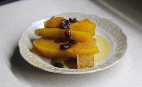 Медовая тыква запеченная в духовке кусочкам с сухофруктами и специями