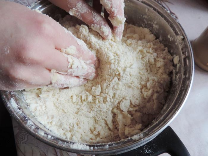 Быстрое слоеное печенье из дрожжевого теста