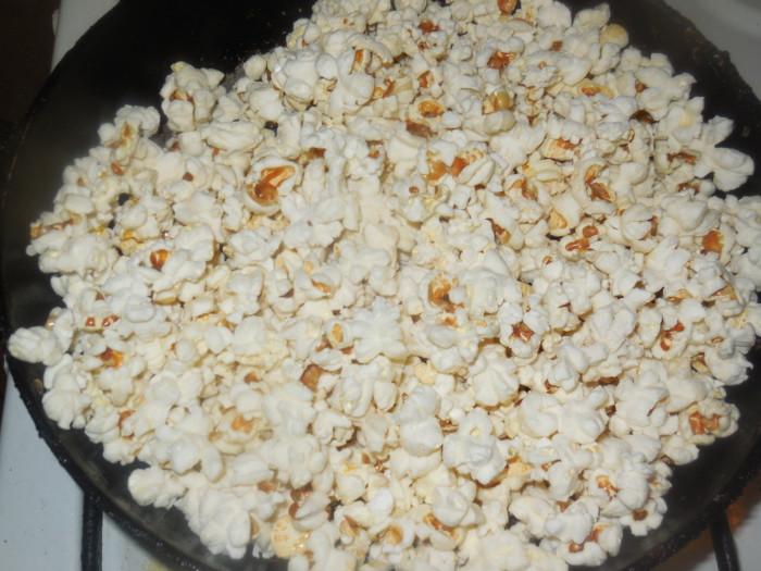 Как пожарить попкорн на сковороде