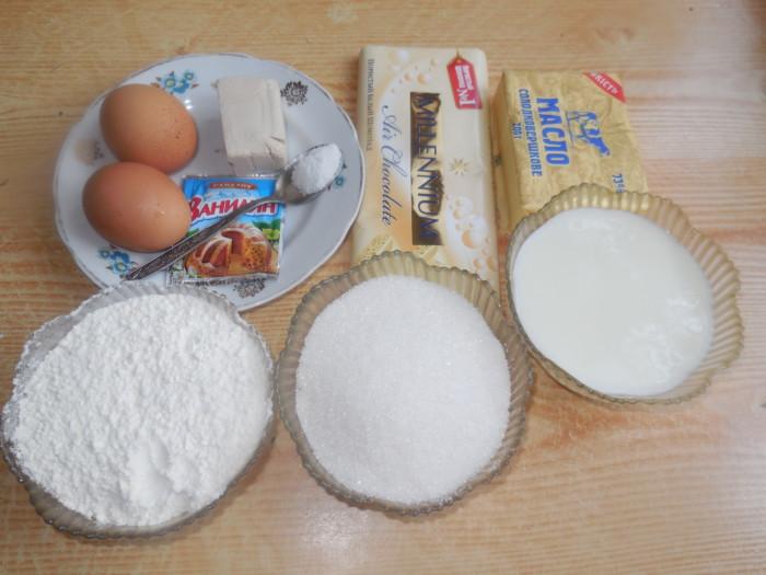 Пасхальный кулич с белым шоколадом кусочками внутри теста