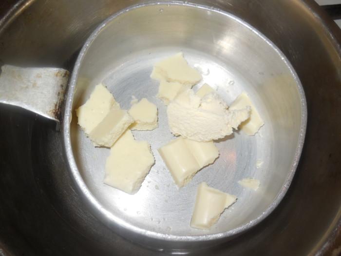 Глазурь для кулича с белым шоколадом и сливками