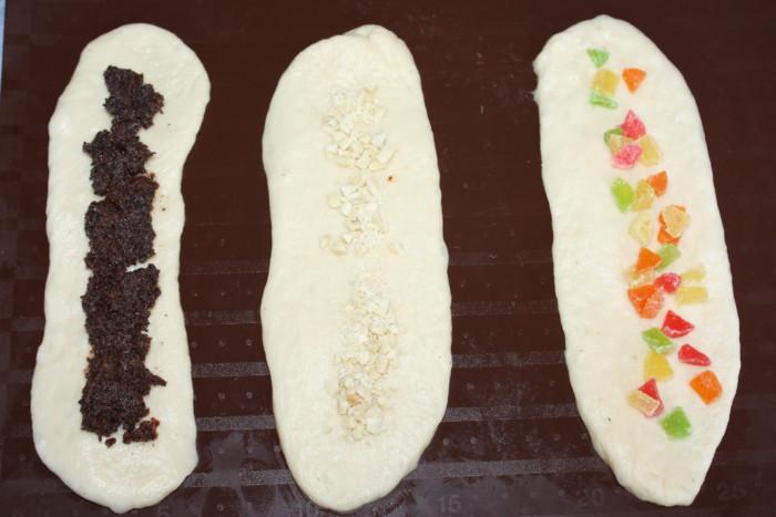 Вкусные пасхальные булочки с начинкой и яйцом