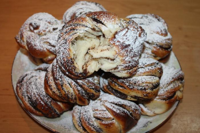 Английские красивые булочки с маком Бабка Нот (Babka Knot) в виде узелка