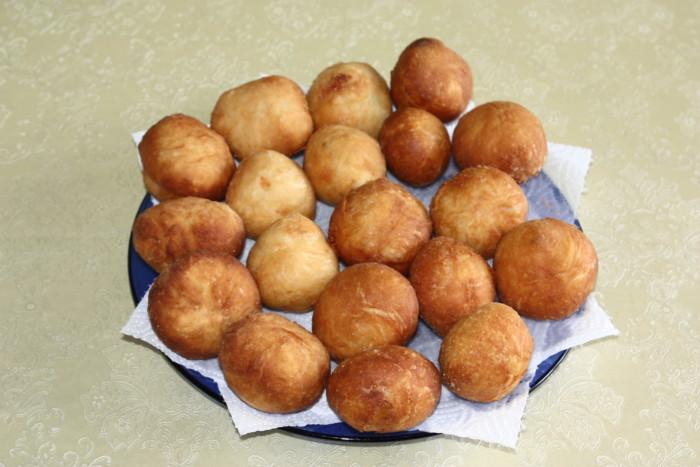 Дрожжевые пончики с сыром моцарелла - вкусные и воздушные