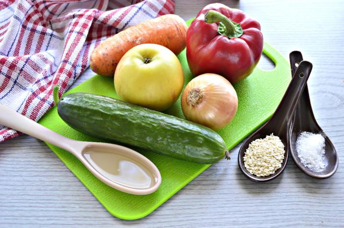 Салат с семенами кунжута и овощами