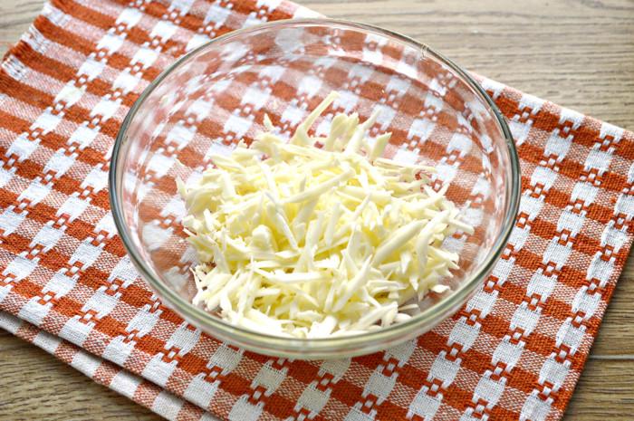 Салат с куриной грудкой и сыром