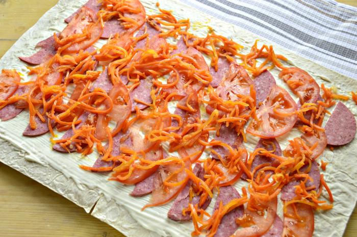 Рулет из лаваша с колбасой и корейской морковью