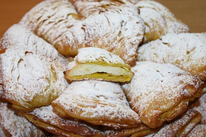 Пирожное сфольятелла с рикоттой и лимоном