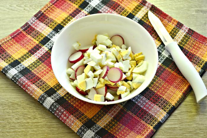 Салат из редиски и ревеня