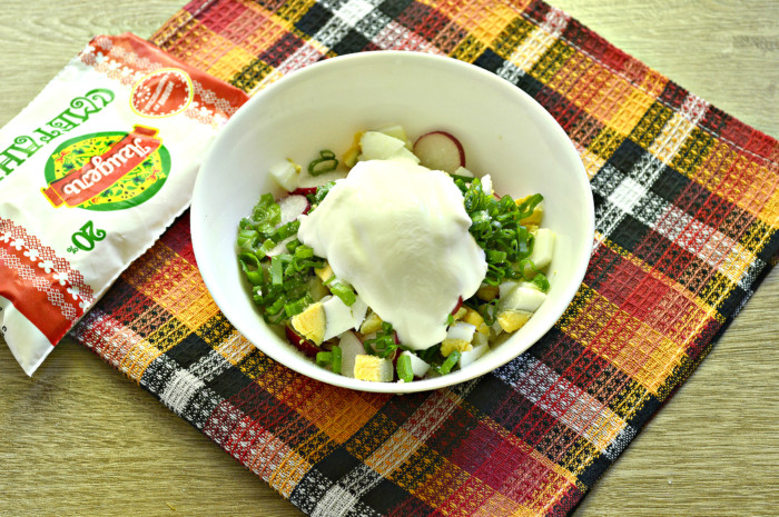 Салат из ревеня и редиса