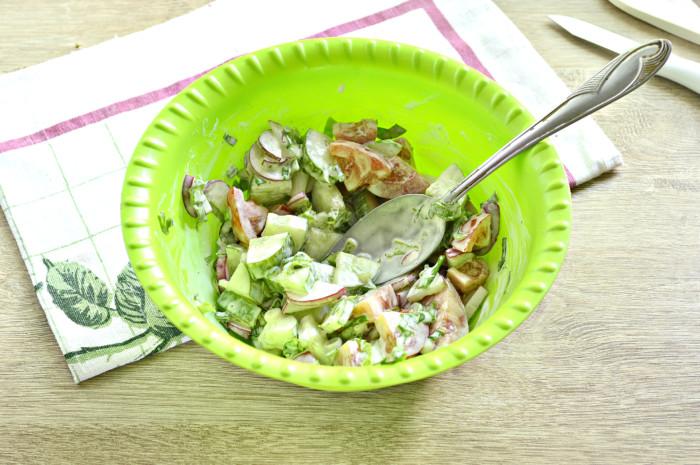 Салат из редиса с помидорами