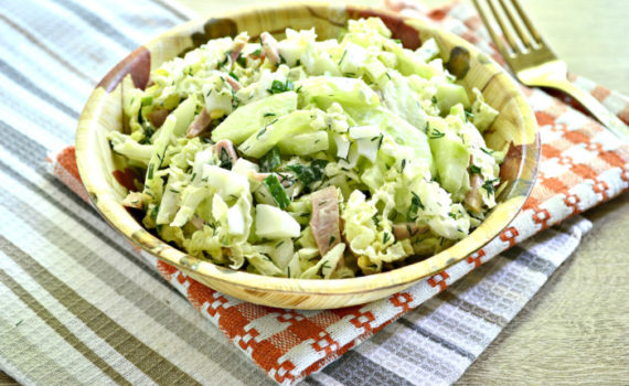 Салат из пекинской капусты, с огурцом, колбасой и майонезом