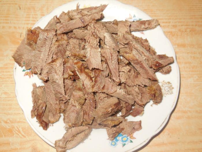 Салат с мясом по-корейски с огурцами и морковью