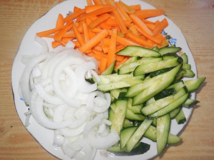 Салат по-корейски с мясом и овощами