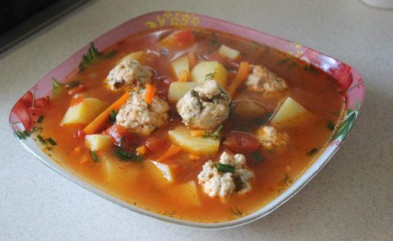 Суп чорба с фасолью и куриными фрикадельками