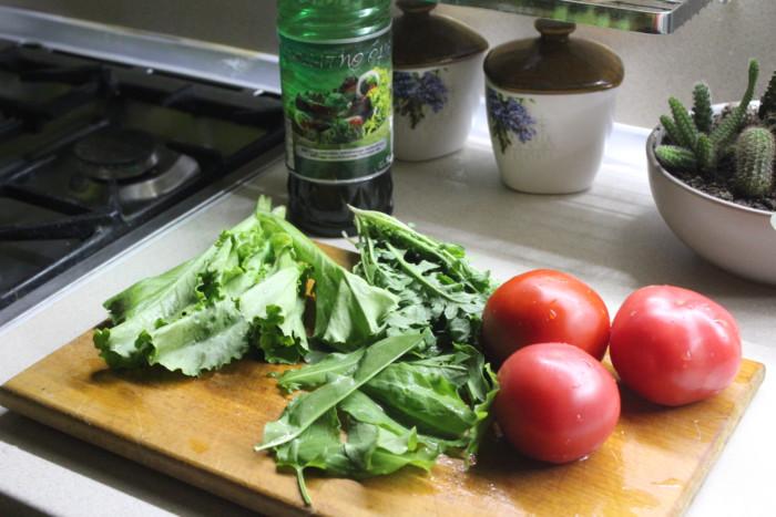 Вкусный салат с рукколой и помидорами
