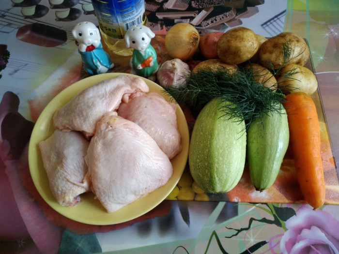 Овощное рагу с кабачками, курицей и картошкой