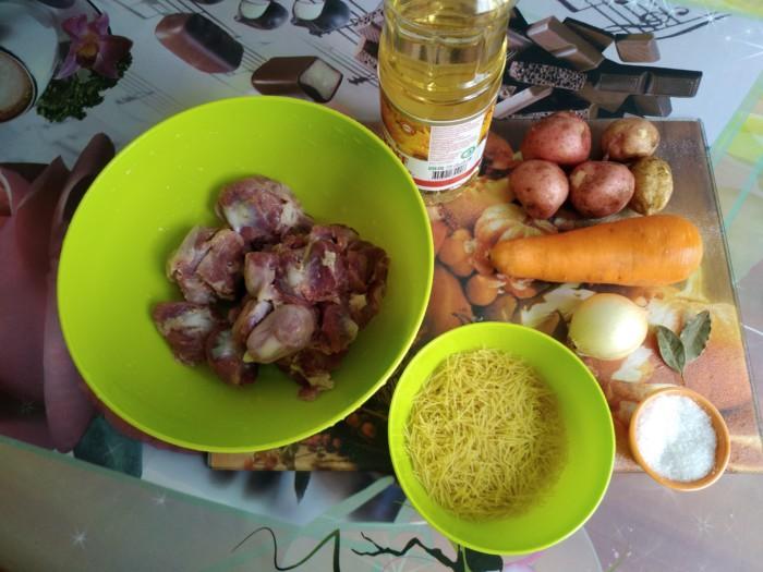 Суп с куриными желудками, лапшой и картошкой