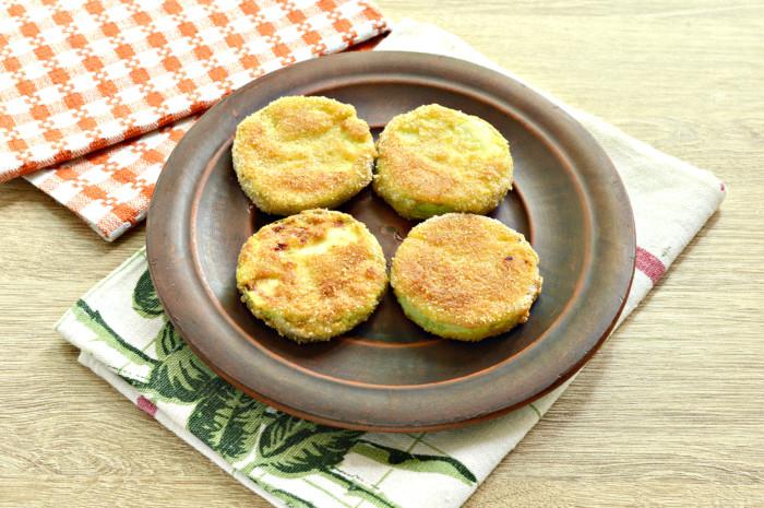 Жареные кабачки в панировочных сухарях на сковороде