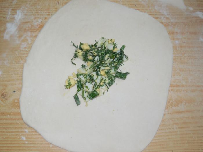 Пресные лепешки на минералке с яйцом и луком