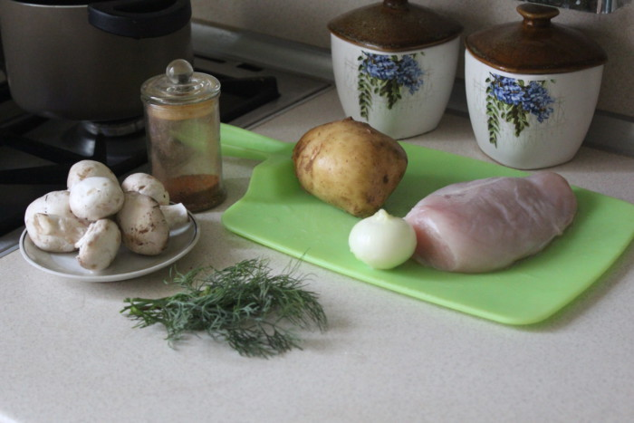 Рулетики из куриного филе с начинкой из грибов и картошки