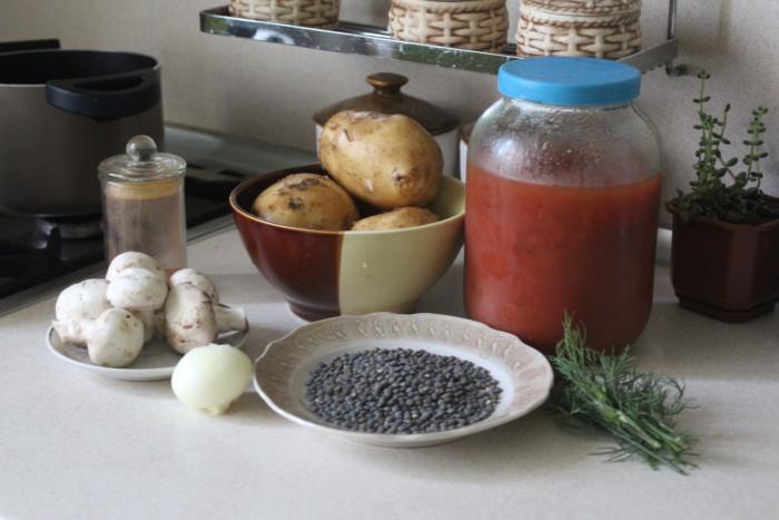 Чечевичный суп с грибами и томатным соком