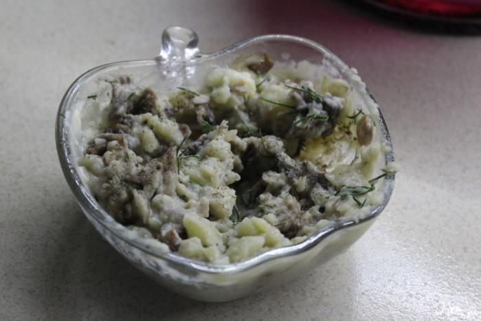 Куриные рулетики с грибами, картошкой и зеленью