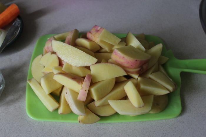 Жаркое в духовке из молодой картошки