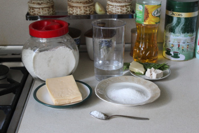 Домашний сырный хлеб с травами в духовке