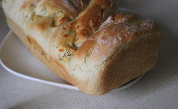 Сырный хлеб с травами в духовке