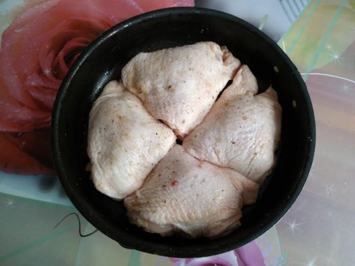 Запеченные куриные бедра с хрустящей корочкой