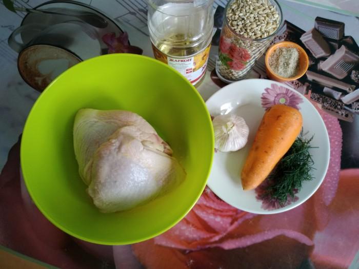 Вкусный куриный плов из перловки и куриных бедрышек