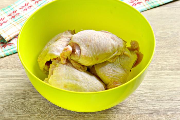 Запеченные куриные бедра в майонезе и соевом соусе