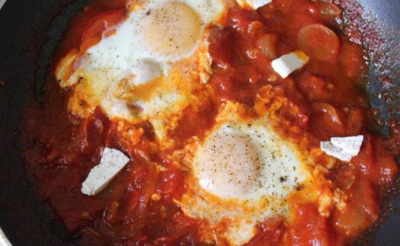 Еврейская яичница шакшука - идеальное блюдо на завтрак